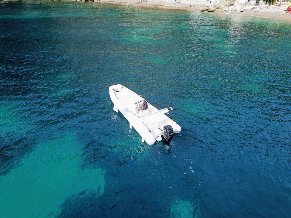 Boat Service disponible pour se rendre à la plage mala depuis son bateau